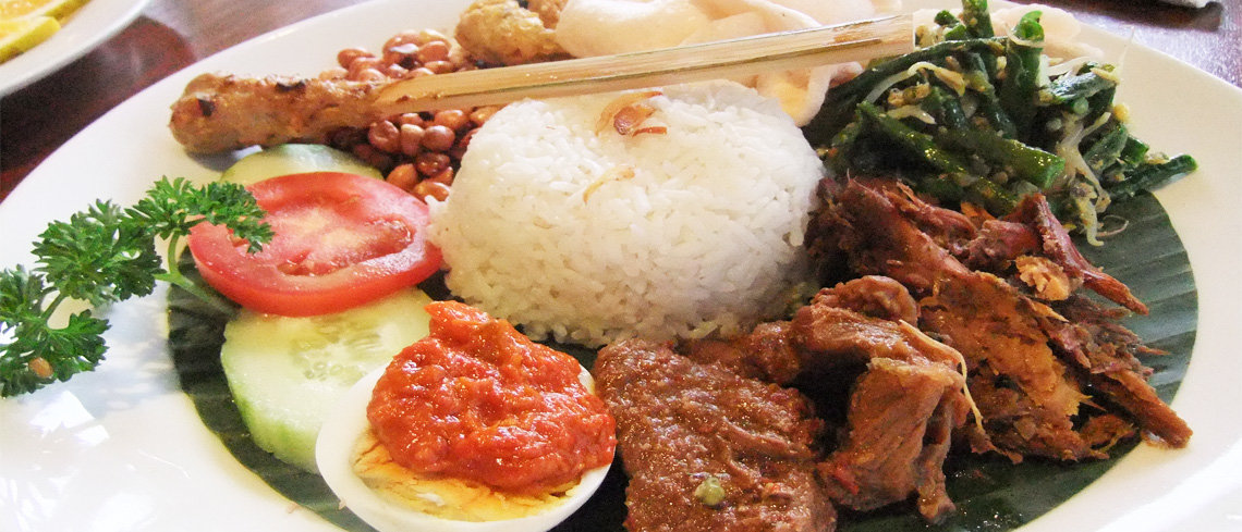 Nasi Campur food for holiday in indonesia