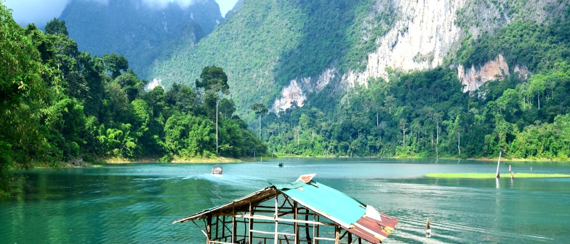 travel to the Khao Sok National Park in Surat Thailand